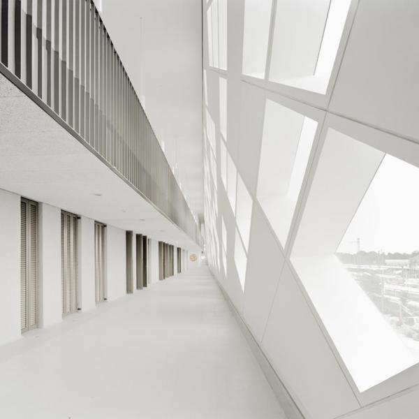 access to apartments, Image Courtesy © Brigida González