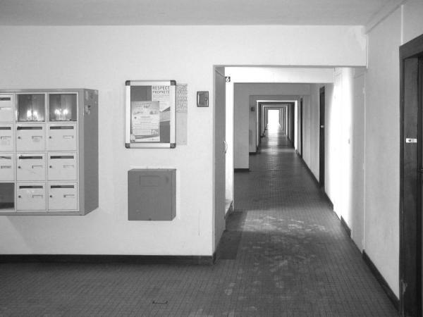 corridors before refurbishment, Image Courtesy © Jacques Boucheton Architectes