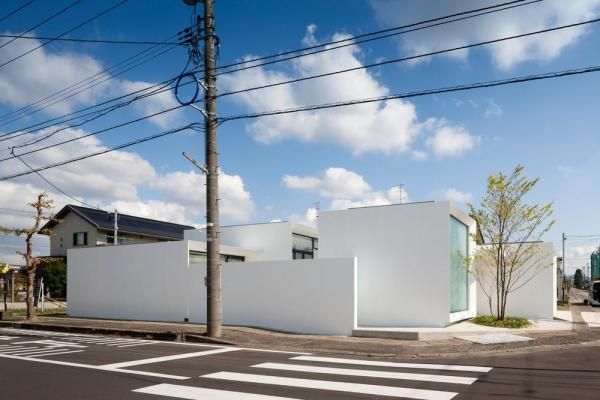 Exterior view from the west, Image Courtesy © Hiroshi UEDA