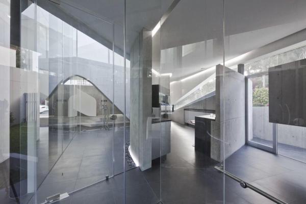 Luminous ground floor space, Image Courtesy © Onnis Luque