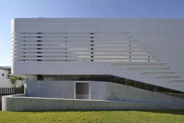 North elevation, Image Courtesy © Onnis Luque
