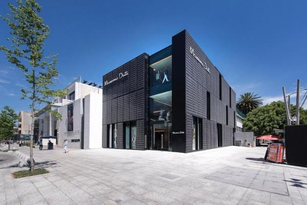 Store and plaza, Image Courtesy © Sordo Madaleno Arquitectos, photo by Jaime Navarro