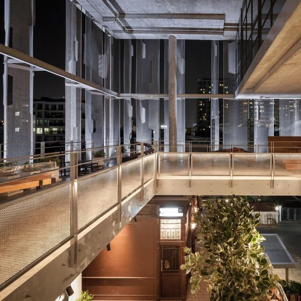 """Lighting strip illuminating the building facade continuously and slowly changes its intensity, creating a """"Breathing"""" effect to the building, Image Courtesy © W Workspace, Ketsiree Wongwan"""
