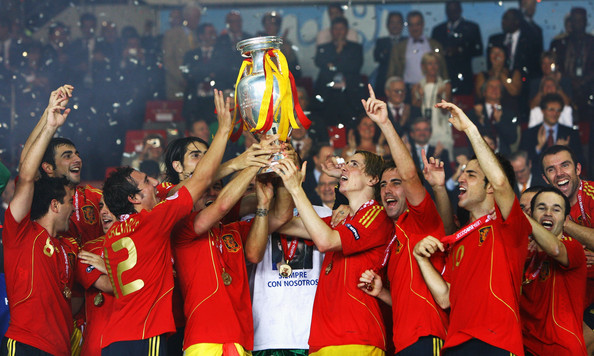 Fernando Torres (R) of Spain lifts the trophy with team mates after the UEFA EURO 2008 Final match between Germany and Spain at Ernst Happel Stadion on June 29, 2008 in Vienna, Austria.