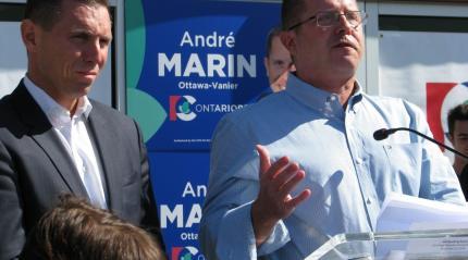 Le candidat progressiste-conservateur dans Ottawa-Vanier, André Marin, aux côtés du chef du PC Ontario, Patrick Brown, samedi 24 septembre, à Ottawa. Archives