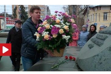 Международная конференция памяти А.Л.Чижевского началась с возложения цветов к_памятнику ученому