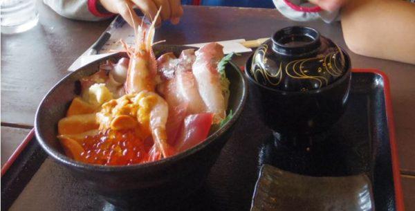 知床道の駅「シリエトク」で海鮮丼をいただきました!今が旬のウニが甘くてトロケます!