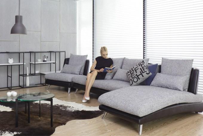 シンプルモダンスタイルをソファで作る