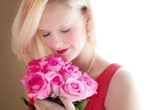 beautiful-woman-1435546_640