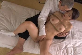   無料 垂れ乳デブ熟女の無修正おまんこに中出し濃厚セックス