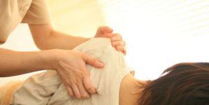 肩甲骨の痛み 原因