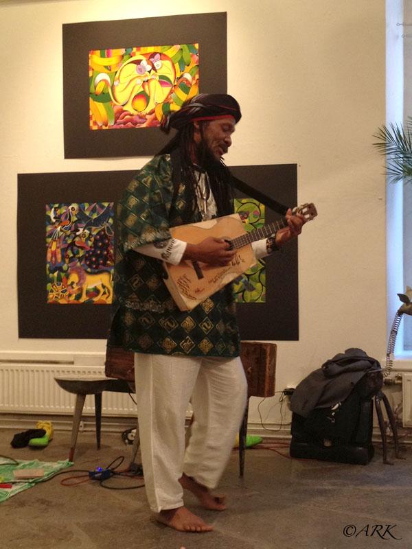 Kilema spelar kabosy