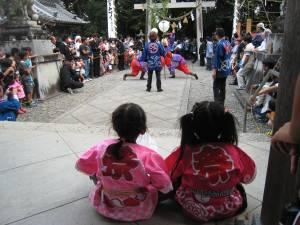 老津神社と女の子