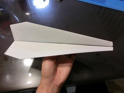 メートル 飛行機 紙 100 飛ぶ