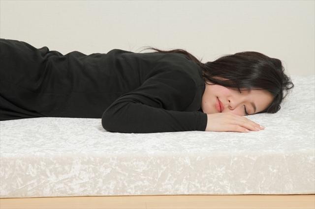 マットレスは低反発と高反発がありますが腰の負担が少ないのが高反発マットレスです。