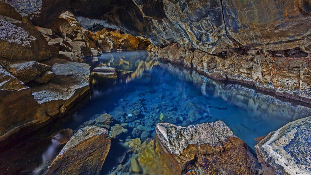 grjotagja_cave_near_myvatn_lake_in_iceland_by_balochdesign-d9a902f