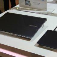 Samsung Series 9 Ivy Bridge dengan aksesoris