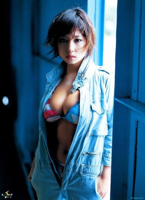 巨乳女性タレントのエッチな画像-270