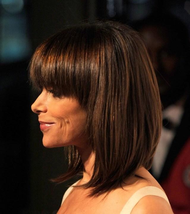 Причёска градуированное каре на средние волосы с челкой