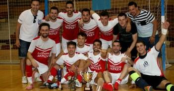 Foto de familia del equipo ganador / J. Ramón Martínez