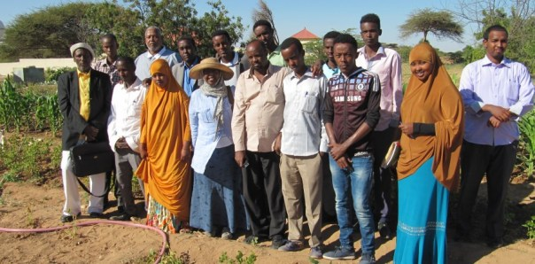 Photo of staff and students at Burao University (c) Yeheb.org