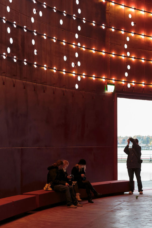 yellowtrace_Silo-468-Urban-Light-Art-Installation-for-City-of-Helsinki-by-Lighting-Design-Collective_06
