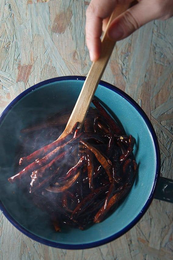 Mucha-Muchacha_Salsa-Macha-Fried-Chiles-de-Arbol