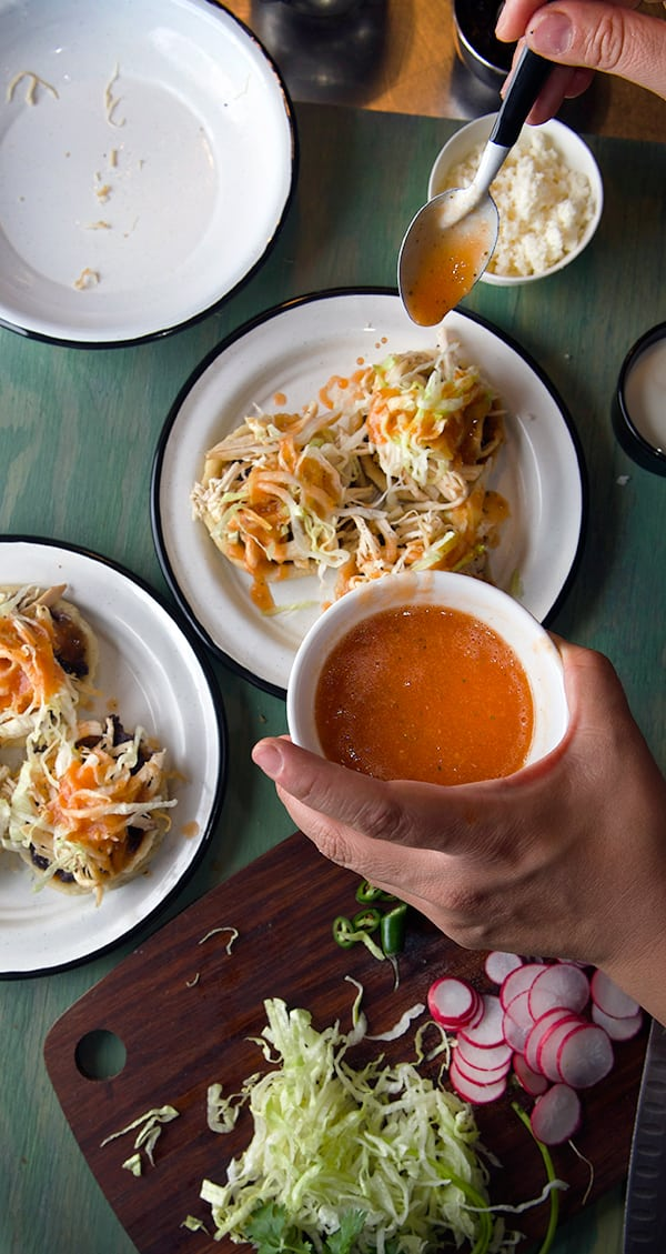 sopes-de-pollo-preparation