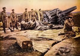 Artillería japonesa disparando sobre Tsingtao