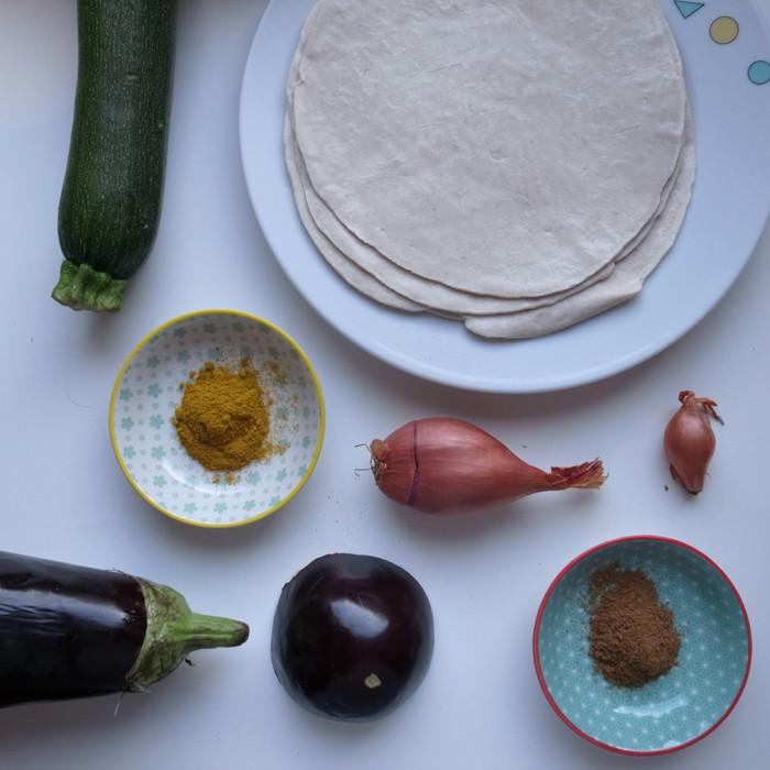 Indisches Brinjal Masala mit fluffigem Parotha/indischem Brätterteig Brot (vegan)