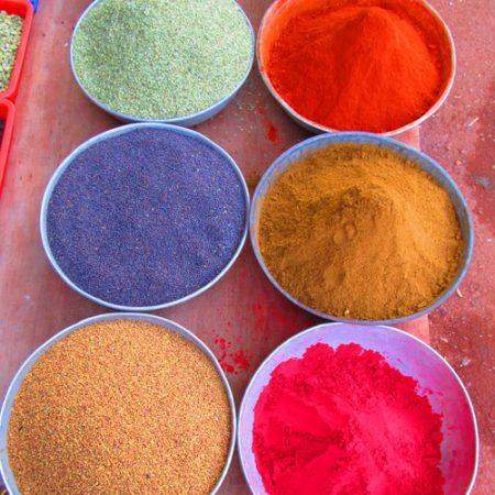 Holi - Frühlingsanfang in Indien mit Farben, Farben und noch mal Farben