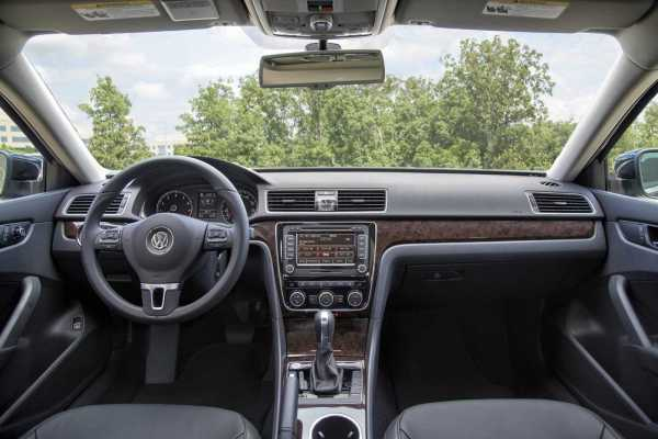 2016-VW-Passat-Interior