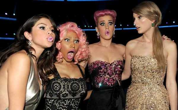 2011 American Music Awards - Backstage And Audience