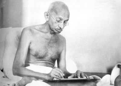 share-story-gandhi-ji-writing