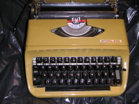 Short-Story-Love-Typewriter