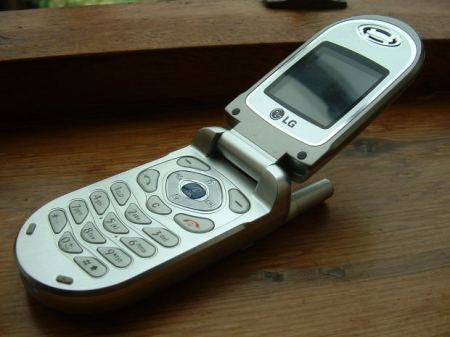 silver-mobile-phone
