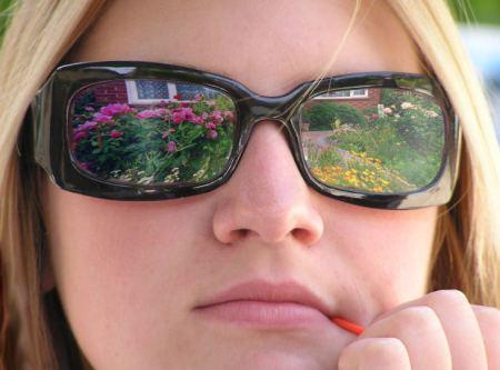 beautiful-girl-goggles-woman