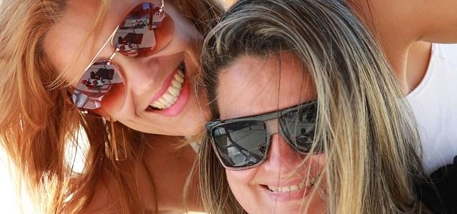 sisters-437436_640