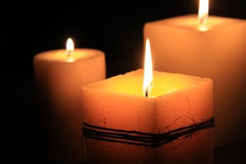 candles-1323090_640