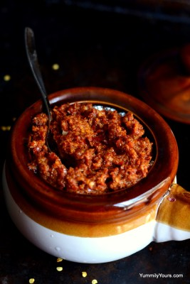 Kolhapuri Thecha, the spiciest Indian sauce with peanuts and garlic