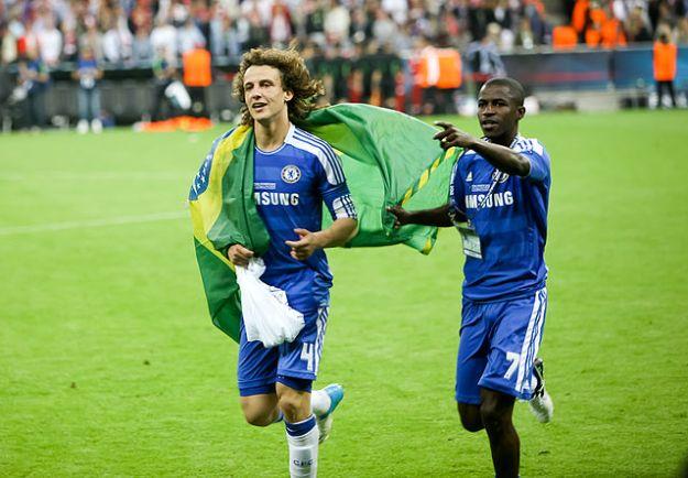 チャンピオンズリーグ2011/12決勝でのダヴィド・ルイスとラミレス(右)