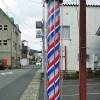 シャンプー、顔剃り、肩もみとサービス抜群の日本の床屋。その由来とは、そして海外との違い