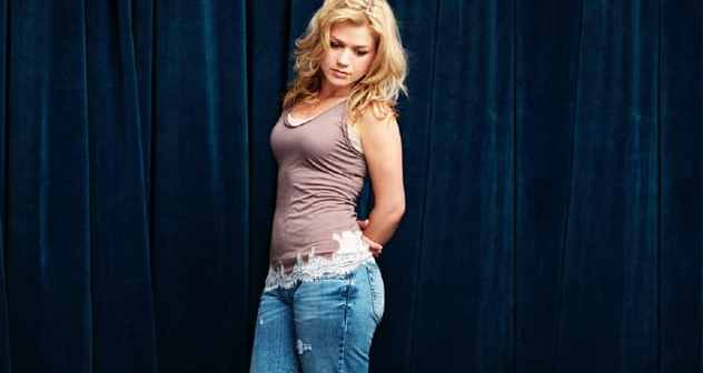 Kelly-Clarkson-51