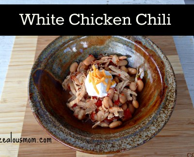 White Chicken Chili-simple and easy recipe that everyone in the family will enjoy @zealousmom.com #emeals #chili