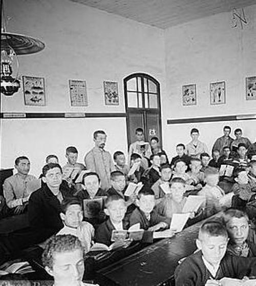 כיתת לימודים במקווה ישראל בראשית המאה הקודמת ויקישיתוף