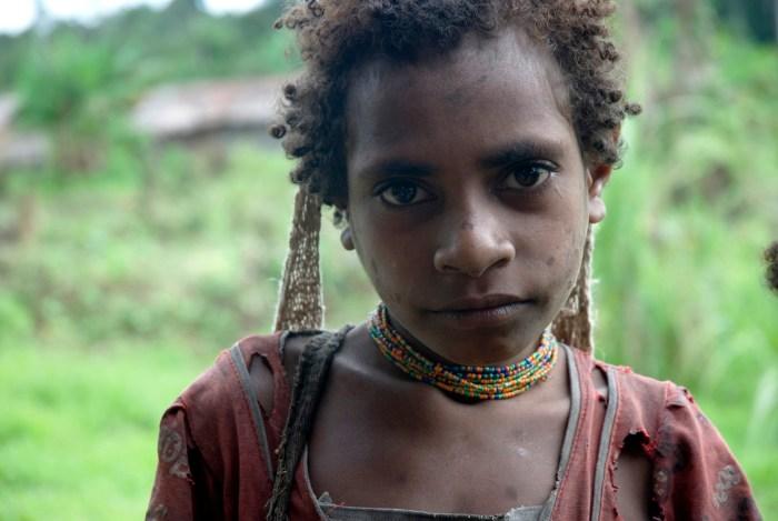 Eine Korowai Frau in West Papua, das seit 1963 von Indonesien besetzt wird