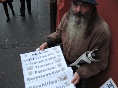 Dom Manuel mit Plakat