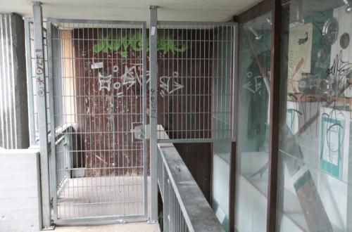 Gitter und Vitrine