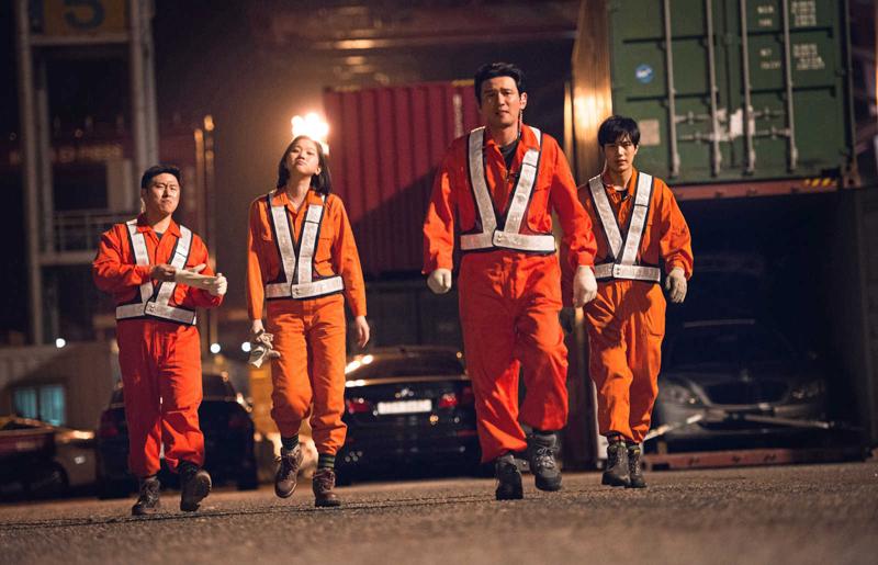 Das sind nicht Oranje-Fans, sondern Do-cheol und sein Team von knallharten Crime Fighters! (Bild: zVg)