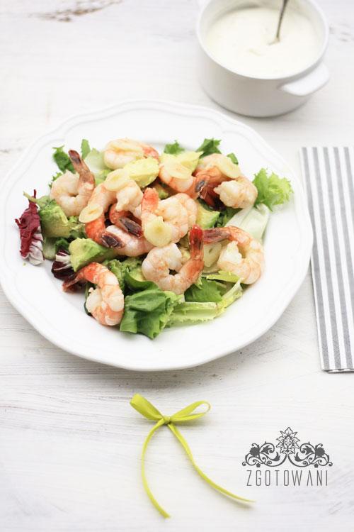 szybka-salatka-z-krewetkami-i-avokado